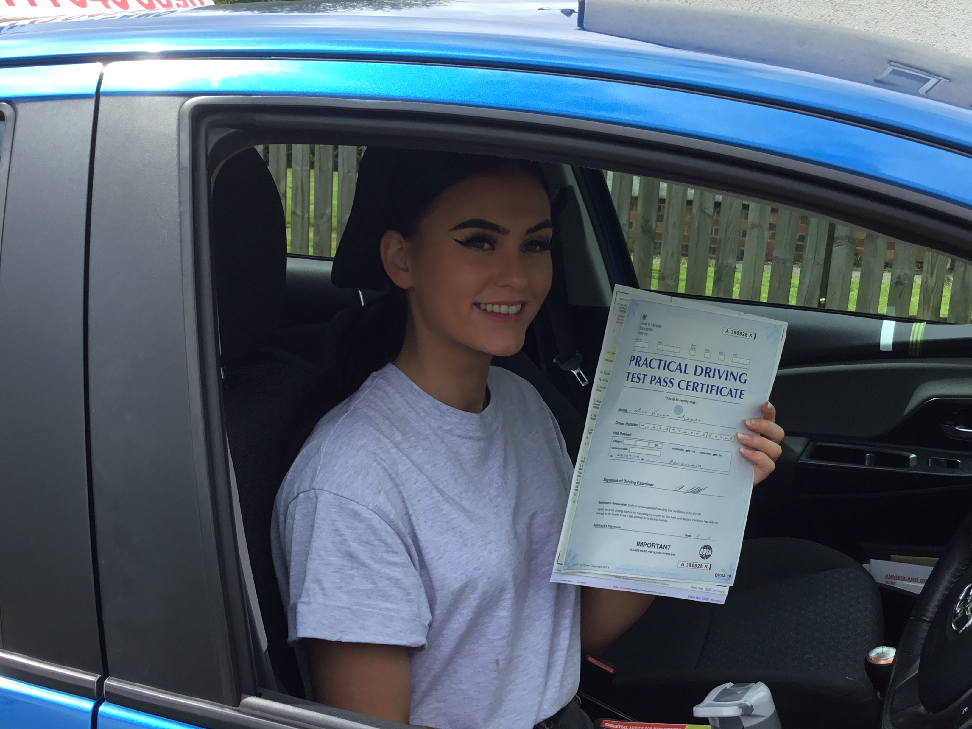 Kelly Murray successfully passed their driving test with Anniesland Driving School