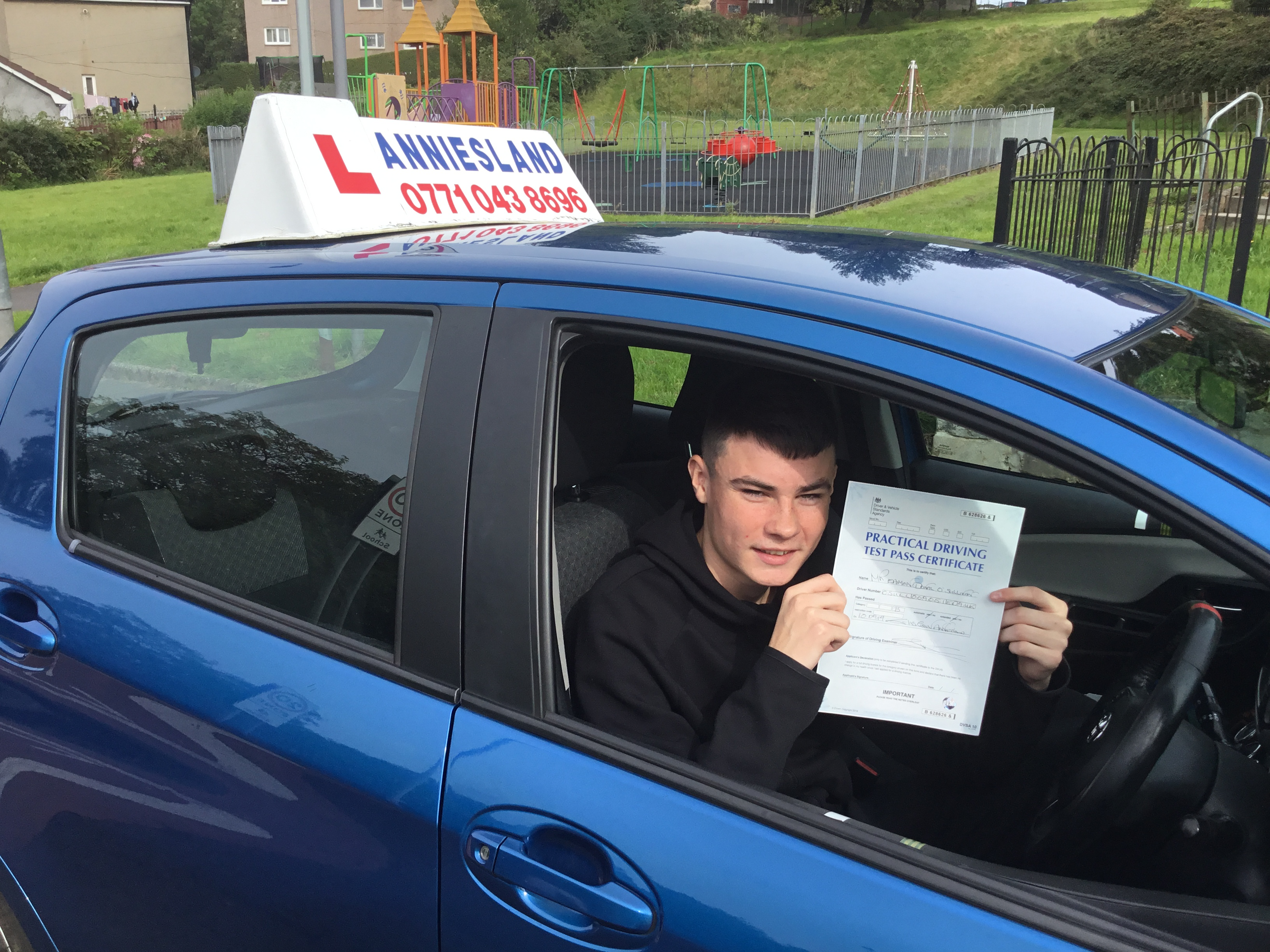 Eamon  successfully passed their driving test with Anniesland Driving School