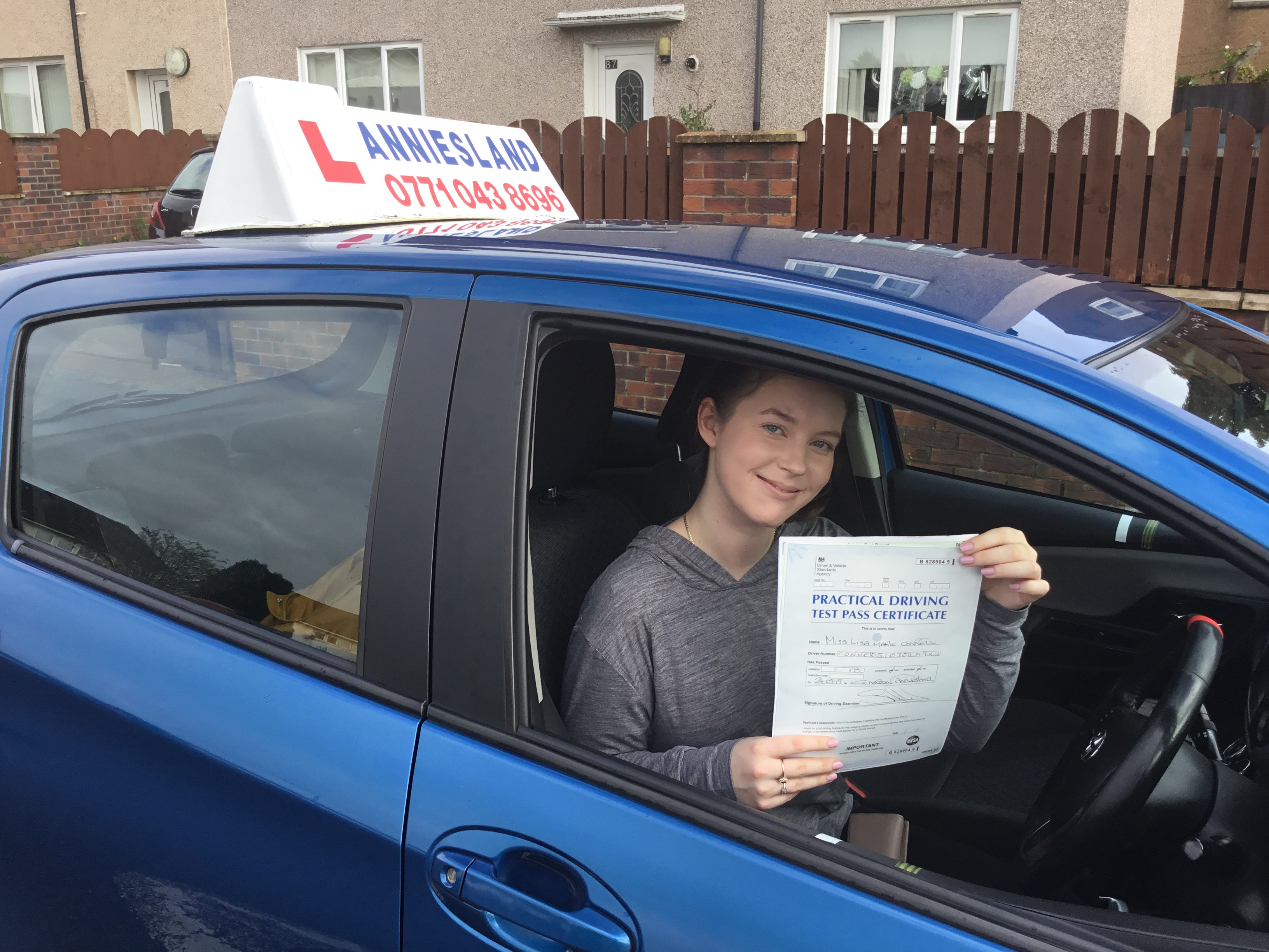 Lisa Connell successfully passed their driving test with Anniesland Driving School